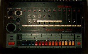 TR-808 with blue step buttons